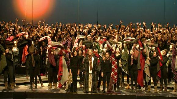 La música de 'Míster Scrooge' reuneix més de 200 joves dalt l'escenari