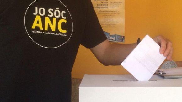 Més d'un centenar de socis de l'ANC voten a Sant Cugat el nou secretariat