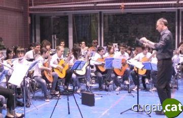 La delegació d'Alba s'acomiada de Sant Cugat amb un concert de música moderna
