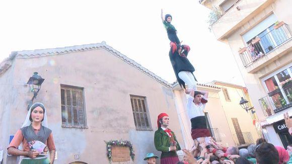 Pilar d'homenatge davant la casa de Francesc Vila i Trabal, a la plaça de Sant Pere