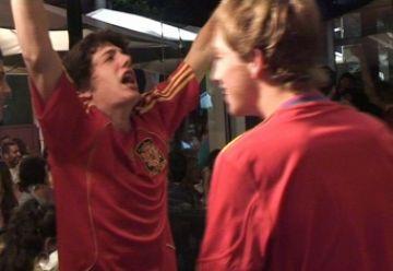 Centenars de santcugatencs celebren l'accés a la final del Mundial