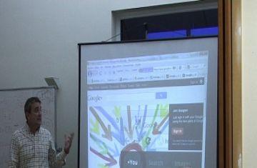 Una vintena d'empresaris participen en un seminari per trobar clients per internet