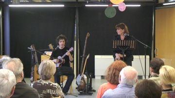 La música, la poesia i la senzillesa captiven els espectadors de 'Sensualitats' a la Biblioteca Central Gabriel Ferrater