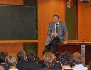 Narcís Serra explica la crisi europea als alumnes de La Farga