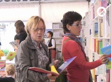 Les trobades d'escriptors i lectors i un 'Dictat obert' atrauen els santcugatencs a la Setmana del Llibre en Català