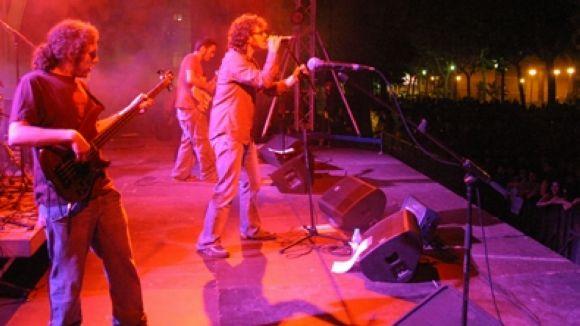 Marc Nalvaiz (veu), Isaac Lloses (guitarra), Pere Viader (guitarra), Ivan Nalvaiz (baix), Xavi Grau (bateria), Ignasi Piccorelli (percusió)