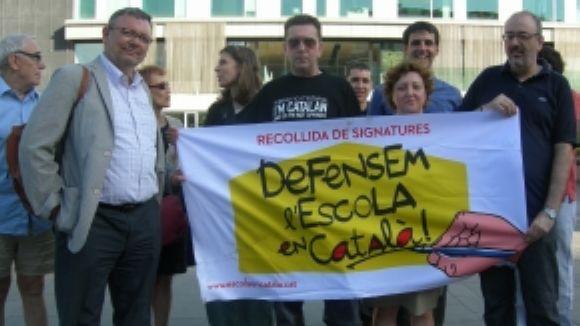 SI vol barrar el pas als atacs al català