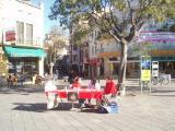 L'organització ha posat una taula informativa aquest dissabte a la plaça Lluís Millet