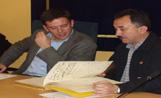 L'alcalde Recoder i el secretari general d'UGT a Catalunya, Josep Maria Álvarez, a l'acte de signatura del conveni de col·laboració entre l'Ajuntament i l'associació AMIC