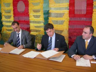 L'Ajuntament i Caja Navarra signen un conveni per fomentar la creació i expansió d'empreses