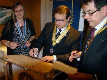 El Rotary de Sant Cugat segella l'agermanament amb el seu homòleg d'Alba