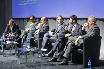 Puigneró, el segon per la dreta, durant la seva intervenció. /Font: LocalPres