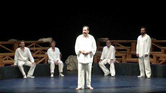 Josep Maria Pou defensa davant del Teatre-Auditori la integritat de Sòcrates