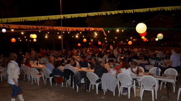 Multitudinari sopar popular a la Serreta-Bosc d'en Saladrigues