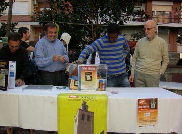 Una desena de col·leccionistes guanyen vals de 30 euros per gastar als comerços del barri del Monestir