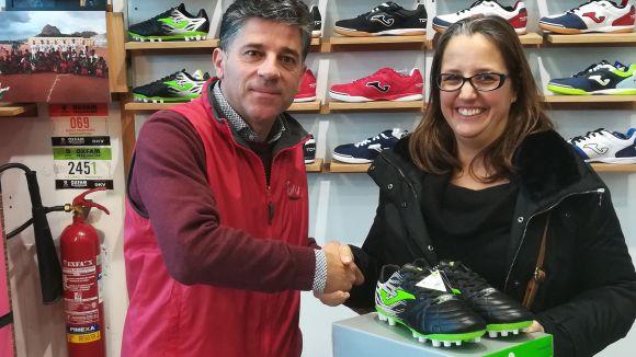 Bea Silvan, guanyadora de les botes de futbol del concurs Thinkinsport i Esport en Marxa