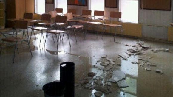 Cau una part del fals sostre de l'Escola Oficial d'Idiomes