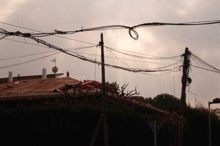 Els veïs afectats reclamen una clàusula d'indemnització pel retard