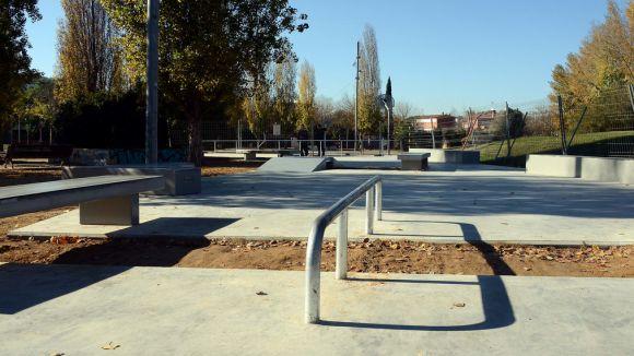 200 metres quadrats de bancs, rampes i baranes per fer 'skate' a Mira-sol