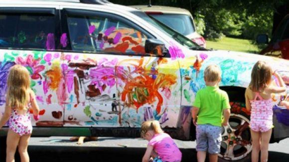Els infants podran pintar un cotxe totalment blanc / Foto: Suau i Net
