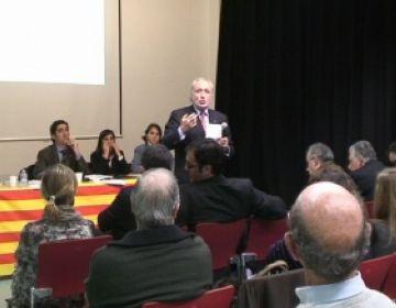 El diputat Fernández Teixidor durant la conferència