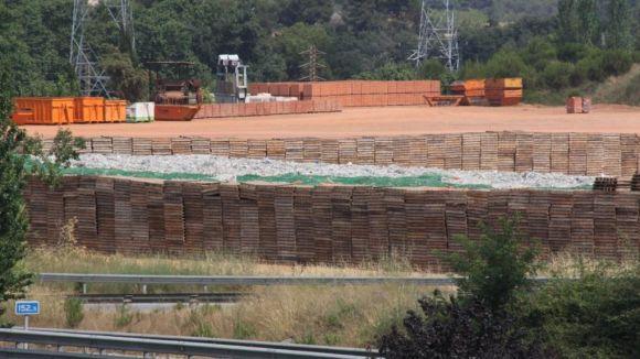 TMA acumula material a l'antiga nau de Suceram, segons veïns de la zona