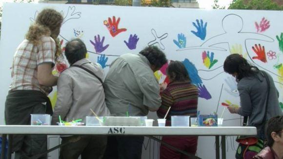 Un mural gegant elaborat per tots els assistents va servir per commemorar el 40è aniversari / Foto: Cugat.cat