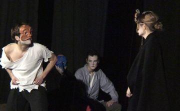 Joves i adults dels Tallers Sílvia Servan traslladen La Unió a un cafè-teatre