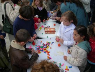 L'Esbart Mediterrània comparteix escenari amb dos altres grups per promoure els balls tradicionals