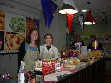 Taste of America inaugura amb una festa el seu local santcugatenc