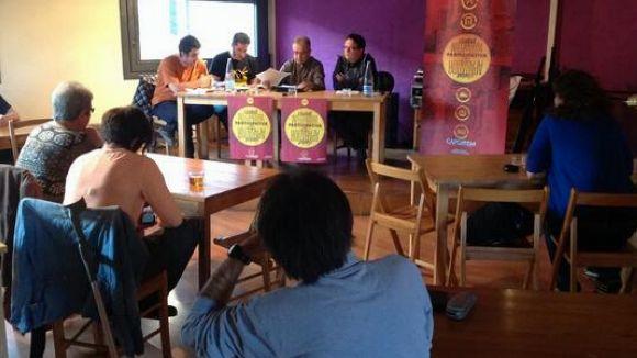 Una vintena de persones ha assistit a la primera taula rodona del cicle / Foto: CUP
