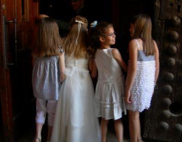 La tradició convergeix amb la creença en la celebració de la primera comunió