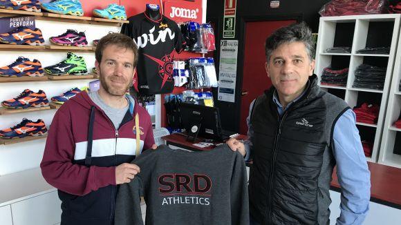 Moliné i Paco Atienza, de Thinkinsport, amb el regal del concurs