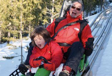 La família de la nena santcugatenca accidentada al Tobotronc demandarà el parc d'atraccions