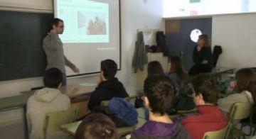 Eric Villalón durant la xerrada a l'IES Angeleta Ferrer