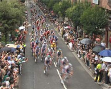Sant Cugat dóna una benvinguda massiva al Tour de França