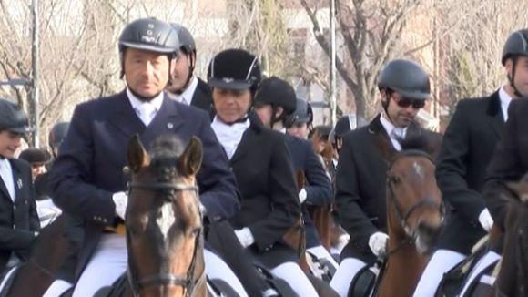 Més de 200 cavalls i centenars de persones donen forma als Tres Tombs