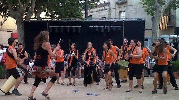 La plaça de Barcelona vibra amb els percussionistes