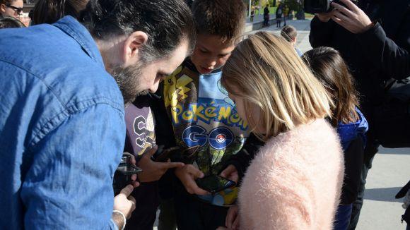 Una trentena de persones caça monstres a la primera trobada de 'Pokémon Go' a Sant Cugat