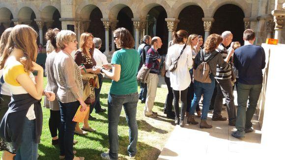 Una vuitantena d'alumnes de català es reuneix al Monestir per reivindicar i fomentar l'ús de la llengua