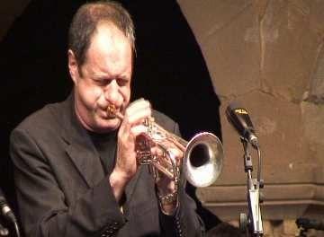 Moment de l'actuació del trompetsita de la formació
