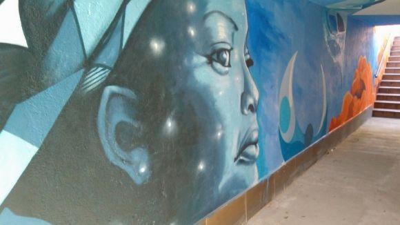 Aram Millet porta els seus grafitis al túnel subterrani de l'estació de Valldoreix