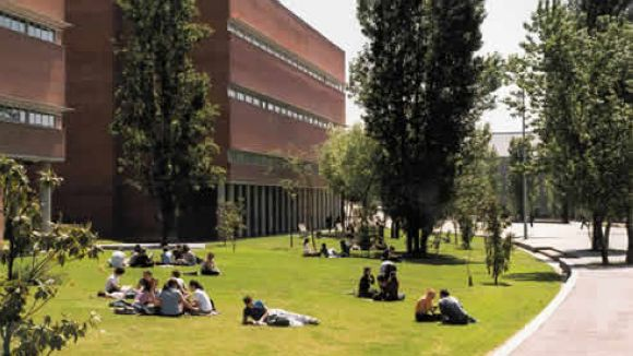 La UAB destina 300.000 euros per ajudar alumnes amb problemes econòmics