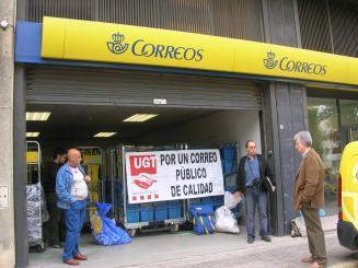 UGT denuncia esperes de fins a tres quarts d'hora a l'oficina de Correus del centre