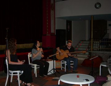 La poesia musicada d'Albert Roig porta el Teatre la Unió al Brasil