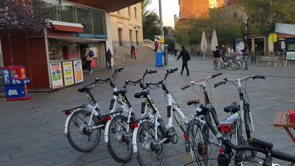 Les bicicletes es poden adquirir a la plaça de Lluís Millet / Foto: Cedida