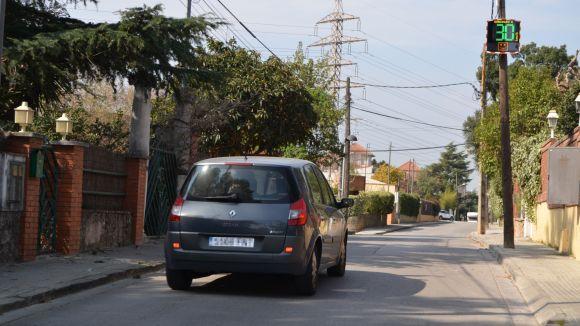 Dos radars 'pedagògics' informen de la velocitat als conductors a Valldoreix
