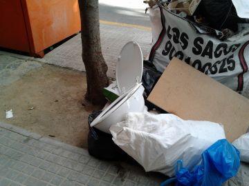 El PSC vol sancions per als ciutadans que deixin mobles a la via pública