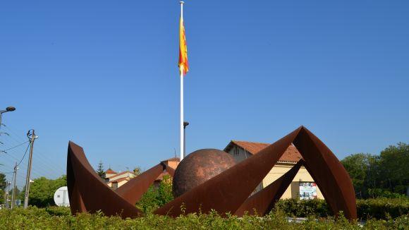 Sant Jordi hissa la senyera a Valldoreix de forma permanent