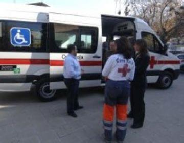 La Creu Roja ofereix transport a persones amb mobilitat reduïda per exercir el dret a vot
